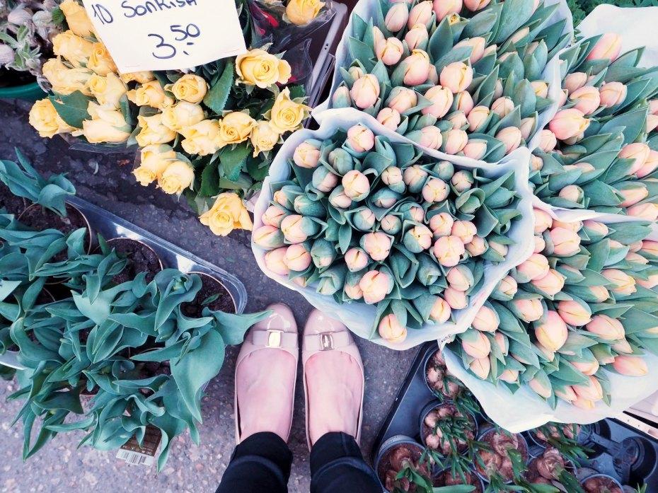 A Girl, A Style _ Bloemenmarkt Tulips, Amsterdam Netherlands